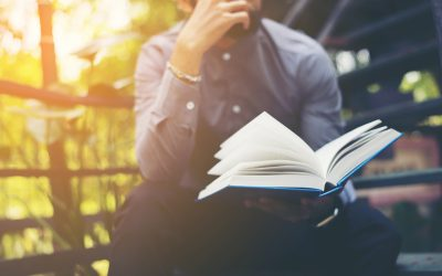 8 of the Best Copywriting Books (For those looking to write their own marketing content)
